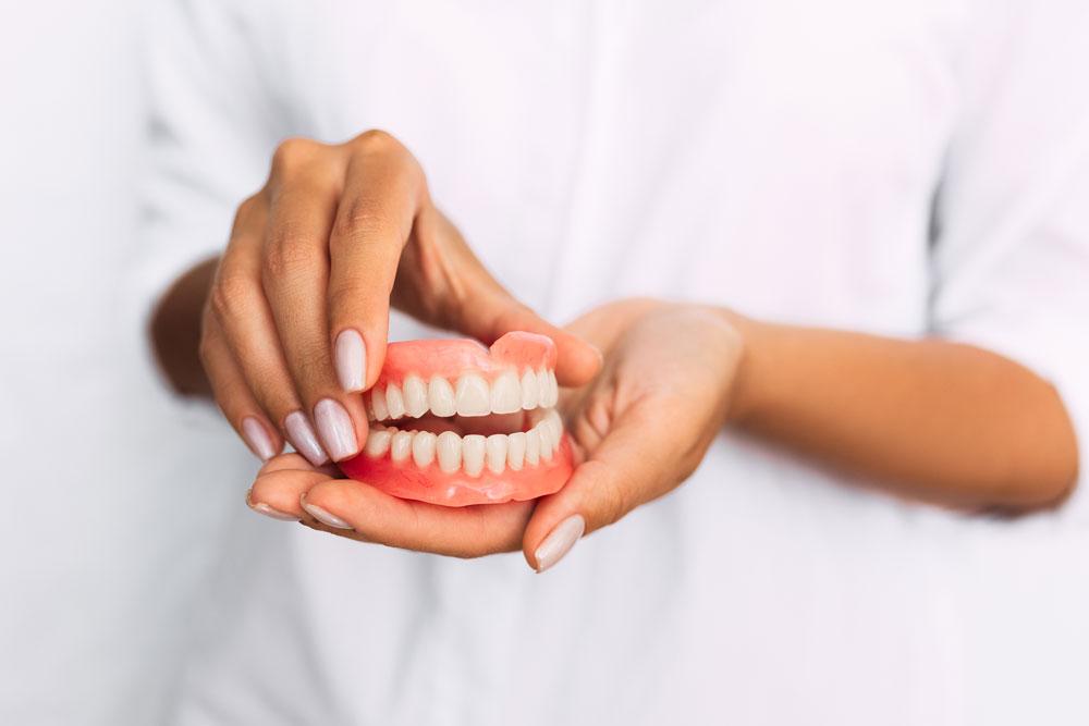 Totalprothese Oberkiefer und Unterkiefer Zahnarzt